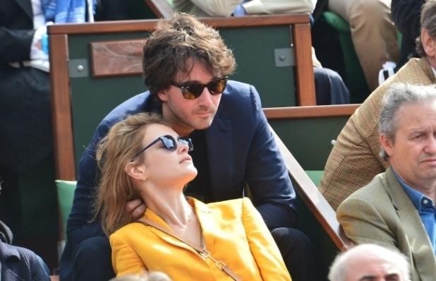 Antoine-Arnault-et-Natalia-Vodianova-a-Roland-Garros-a-Paris-le-2juin-2013_portrait_w859