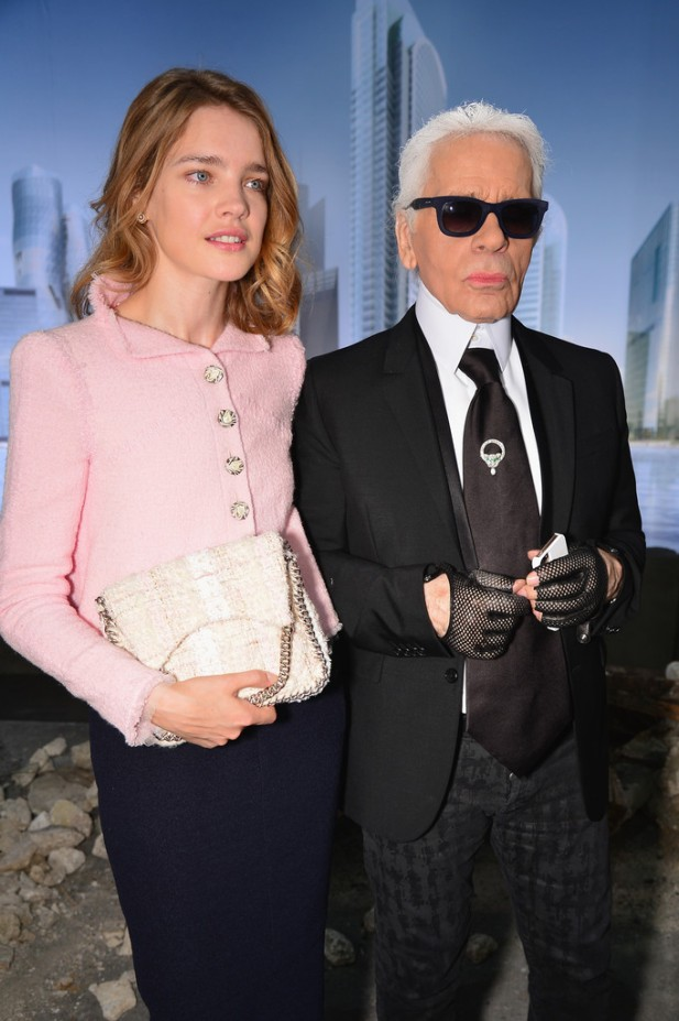 20130702Natalia+Vodianova+Chanel+Front+Row+Paris+Fashion+g3YU12HiPRVx
